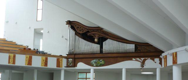 celkový pohľad na organ v Ružinove